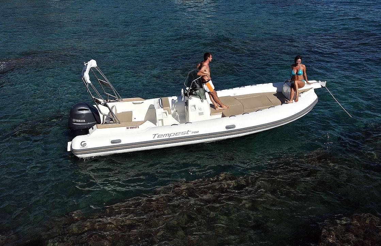 bateau pneumatique semi-rigide capelli tempest 700